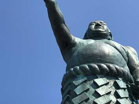 秀の山雷五郎像